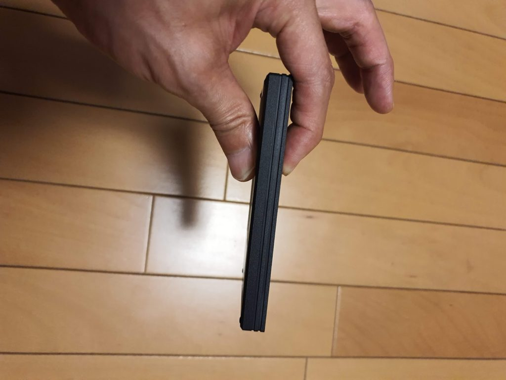 SSD 厚さ